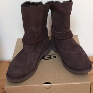 NIB Gift Worthy UGG Brown Suede Warm Lined Boots